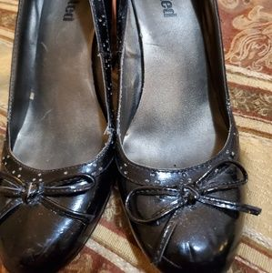 Kenneth Cole- Unlisted heels